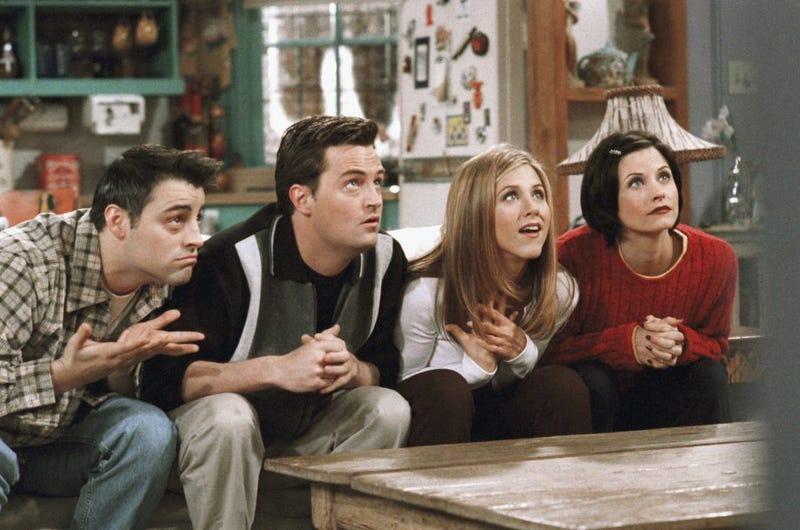 Illustration for article titled La compañía de Robert de Niro demanda a una empleada que vio 55 episodios de Friends en cuatro días mientras trabajaba