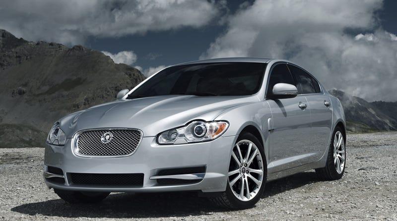 Illustration for article titled 2010 Jaguar XF S Diesel Better, Faster, Gets 35 MPG