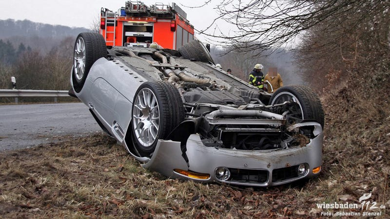 Illustration for article titled This Is What A BMW Z8 Looks Like Badly Damaged And Upside Down