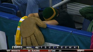 Illustration for article titled Aw, Cheer Up, Guy Who Wore A Big Bear Hand To The Alamo Bowl