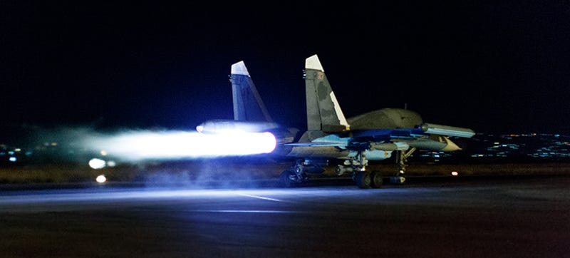Illustration for article titled Intense Night Shots Show Russian Jets Blasting Out Of Syrian Base