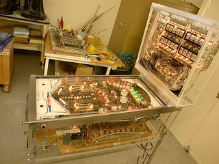 Illustration for article titled Transparent Pinball Machine is Awesome, Beautiful