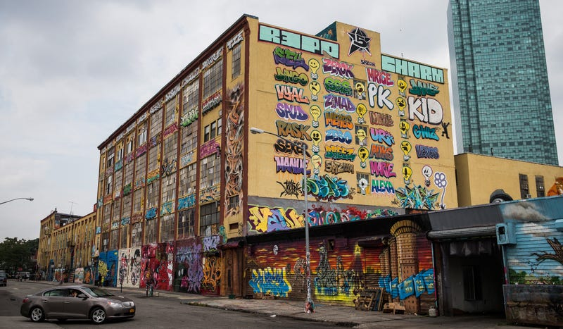 Illustration for article titled This Queens factory became a monument to graffiti, then gentrification
