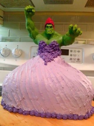 Illustration for article titled Princess Hulk Cake