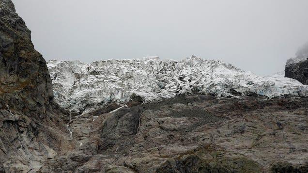 Over 17 Million Cubic Feet of Ice Threaten Italian Tourist Town