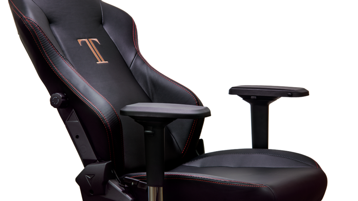 SecretLab Titan Review: A Big Gaming Chair For Big Gaming People