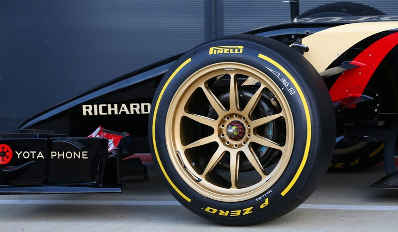 Illustration for article titled These 18-Inch Wheels Look Wild On The Lotus F1 Car