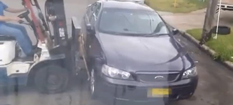 Illustration for article titled Forklift Driver Picks Up Car Parked In Way Of Delivery Driver