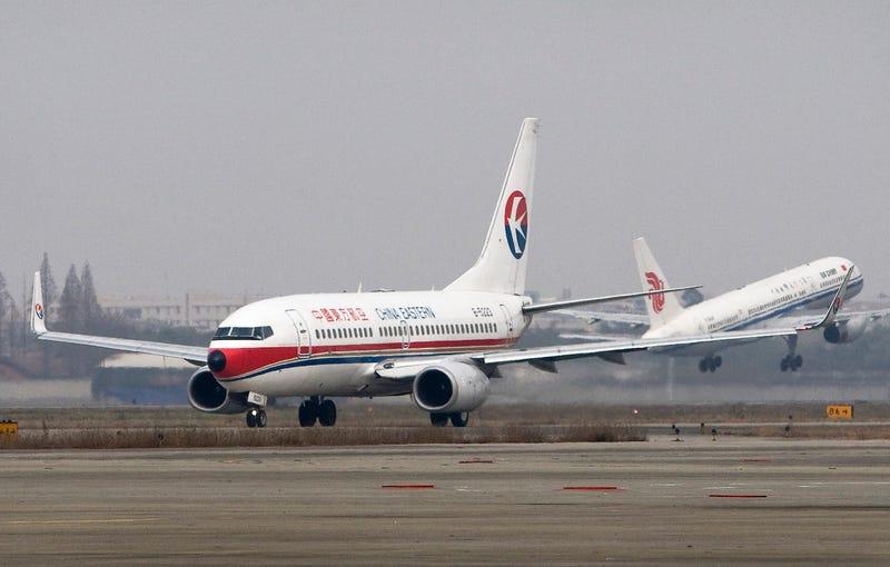 Un piloto arroja 30 toneladas de combustible en pleno vuelo para salvar la vida de un pasajero