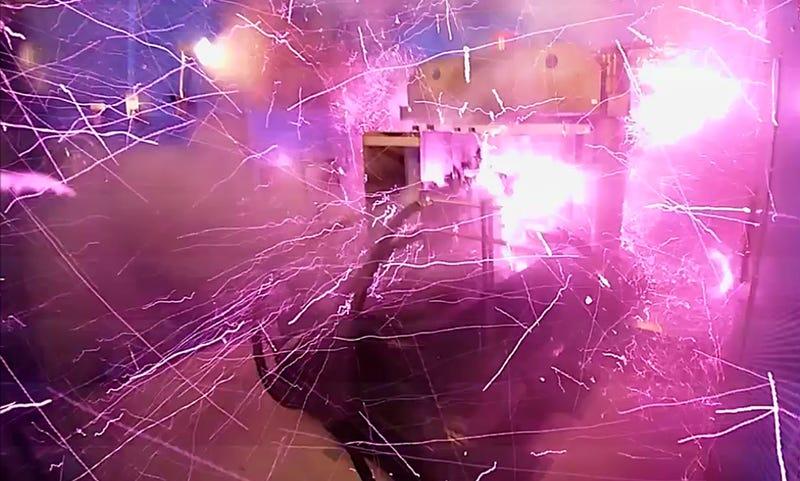 Illustration for article titled Físicos japoneses vuelan parte de su laboratorio con el mayor campo magnético artificial jamás registrado