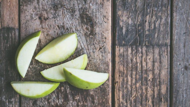 Illustration for article titled Make Mediocre Apples Taste Great With a Sprinkling of Salt