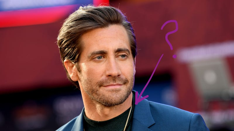 Illustration for article titled Jezebel Investigates: When Did Jake Gyllenhaal Start Wearing a Tiny Gold Chain?