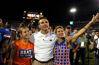"""Illustration for article titled Urban Meyer Has Had It With """"Internet People,"""" """"Scumbags,"""" and Crowds"""