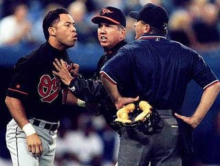 Illustration for article titled The Sad Tale Of The Umpire Spat On By Roberto Alomar