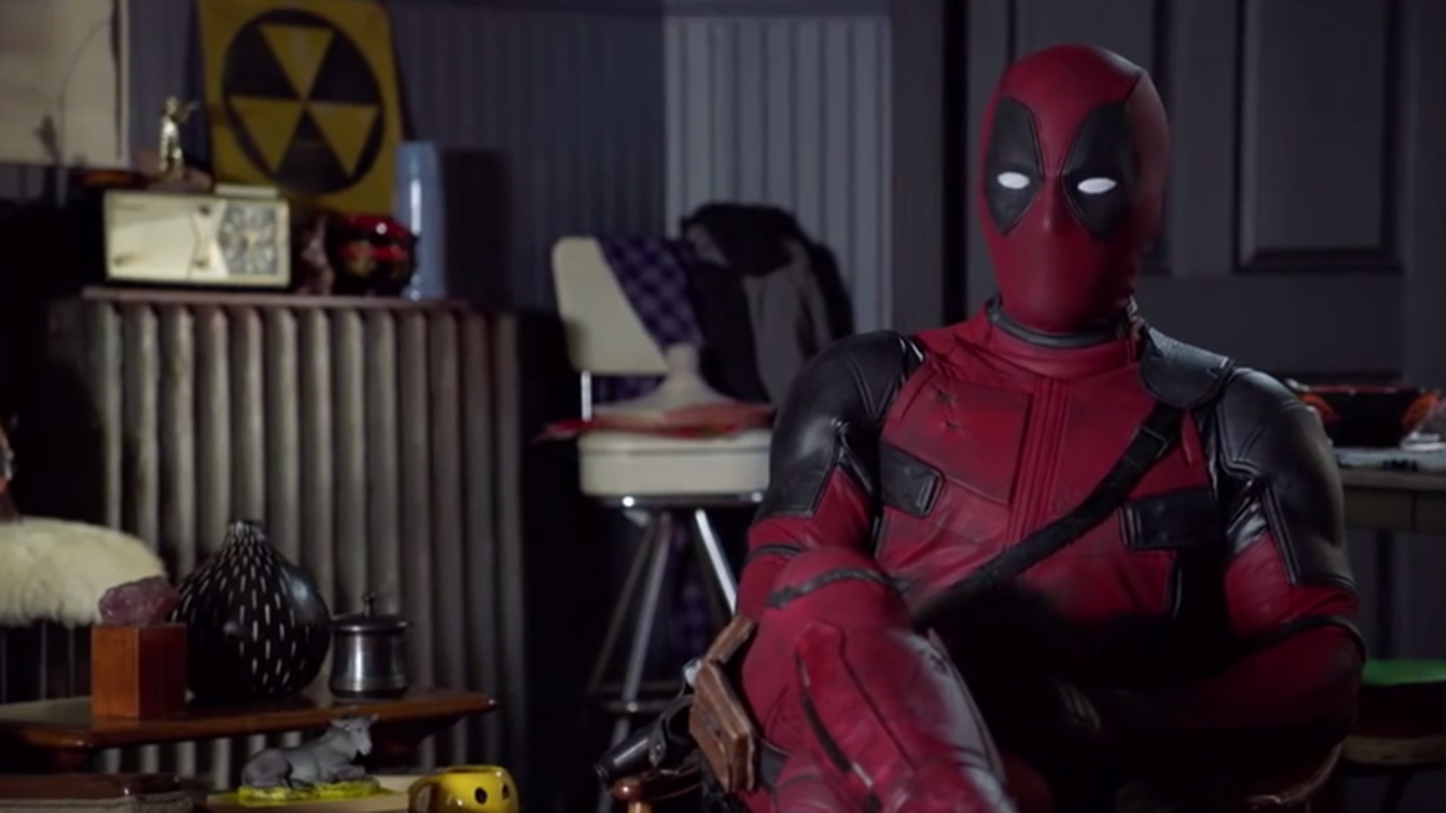 Watch Deadpool Praise the Deadpool Movie Ad Campaign, Because the Fourth Wall No Longer Exists