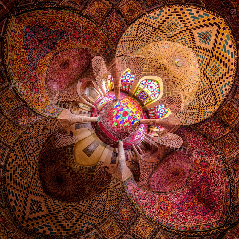 Illustration for article titled Extreme wide angle photos turn mosques into beautiful kaleidoscopes