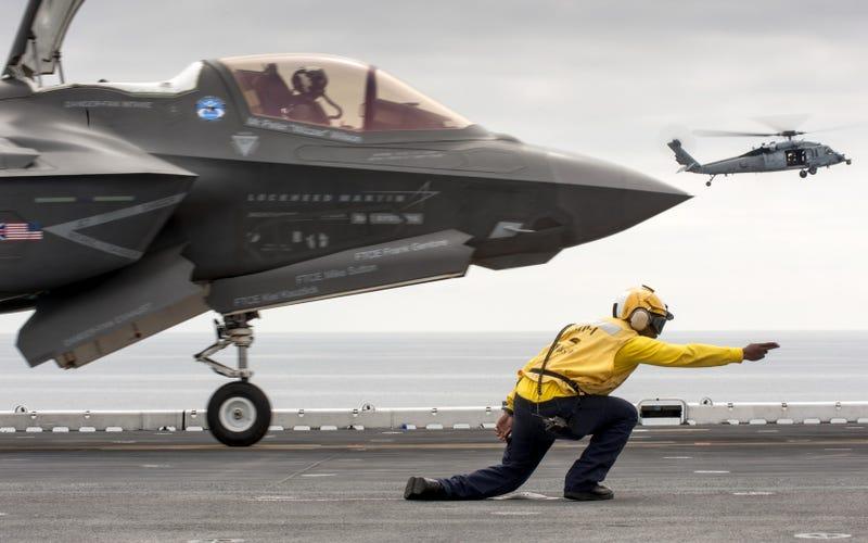 Illustration for article titled El caza F-35B ya puede operar, ¿pero está preparado para el combate?