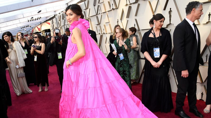 Illustration for article titled Gemma Chan hid cookies in the pockets of her Oscars dress