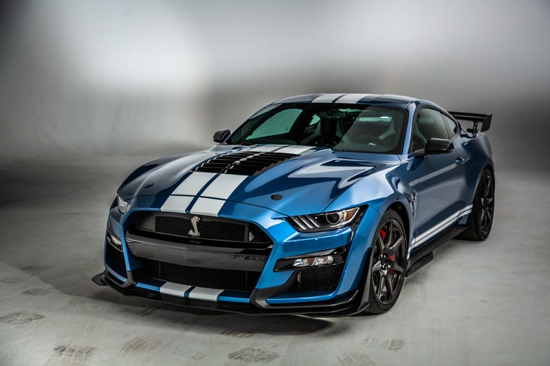 Illustration for article titled What if we body-color the bumper of the 2020 Shelby GT500?