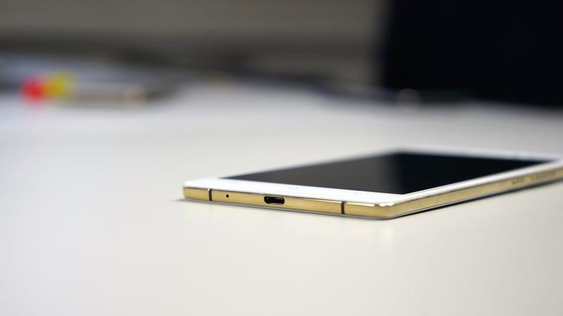 Oppo puede cargar un móvil al 100% en 15 minutos
