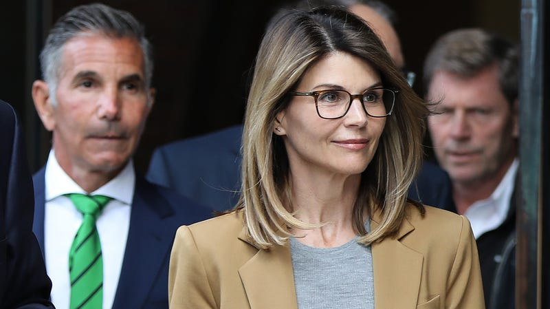 Illustration for article titled Lori Loughlin pleads not guilty to latest bribery charges