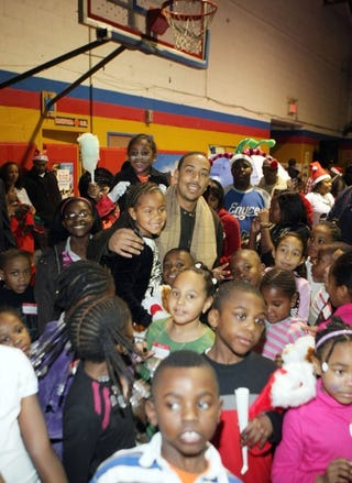Illustration for article titled Ludacris Spreads Some Christmas Ludachristmas Cheer