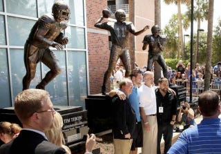 Illustration for article titled They Unveiled A Tim Tebow Statue In Gainesville Today