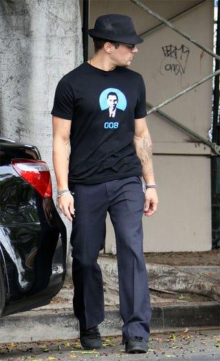 Illustration for article titled Ryan Phillippe Wears Barack As Bond