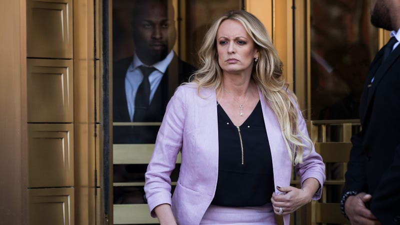 Illustration for article titled Donald Trump's Lawyers Are Ready to Make a $800,000 Example Out of Stormy Daniels