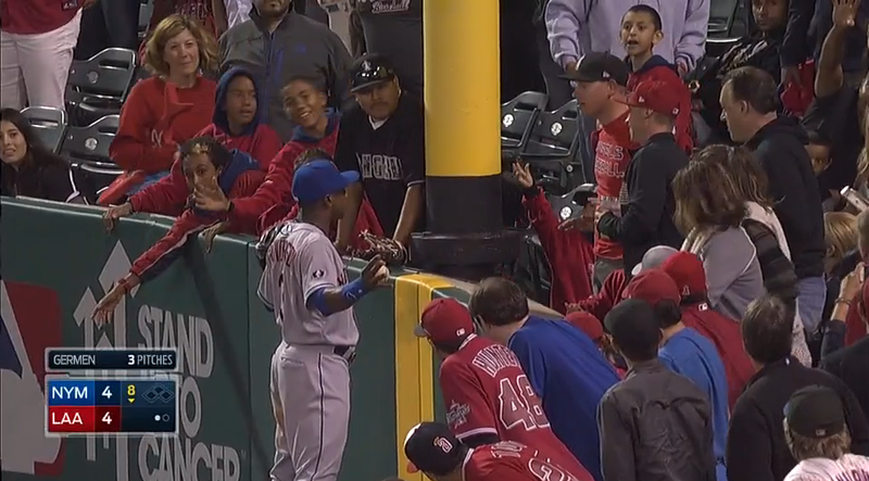 Illustration for article titled Fan Touches Curtis Granderson During Game, Immediately Regrets It