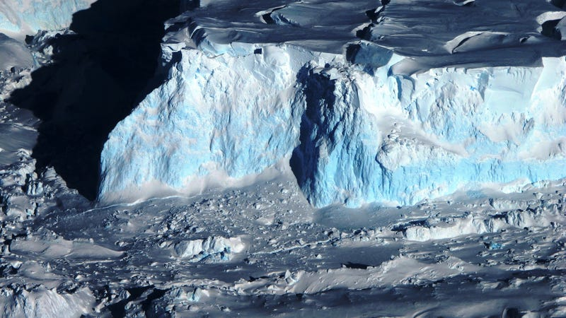 Thwaites Glacier. Photo: Stuart Rankin, NASA/James Yungel