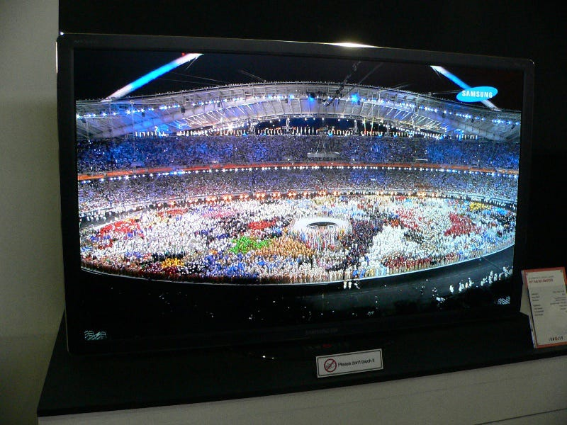 Illustration for article titled Samsung Shows Off Giant 40-inch OLED HDTV