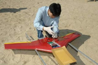 Illustration for article titled Unmanned Aerial Vehicle Can Fly for 10 Hours on 500 Grams of Hydrogen