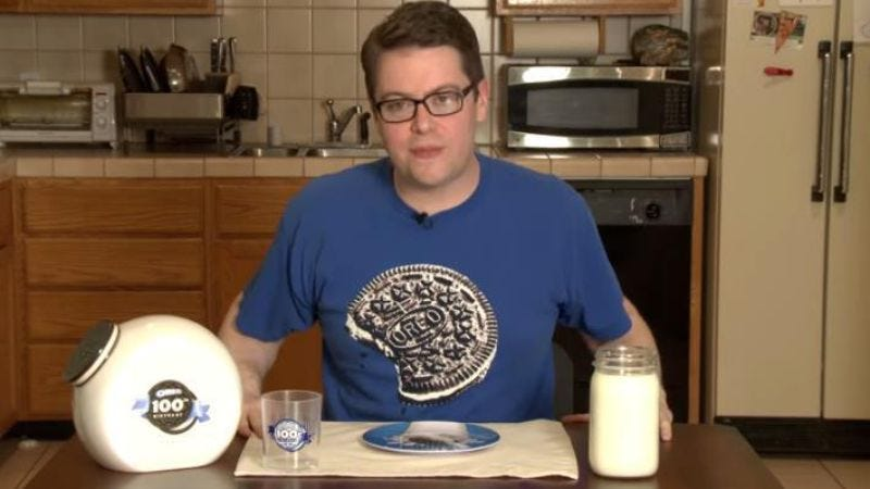 Illustration for article titled IGN's Greg Miller has been thoroughly, carefully reviewing Oreo cookies