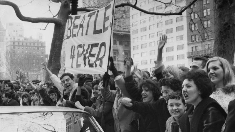 Screaming Beatles fans / Image via AP