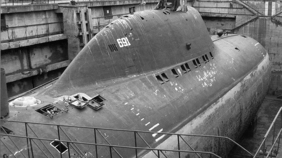 Russia's Alfa Class Was The Terrifying Hot Rod Sub Of The