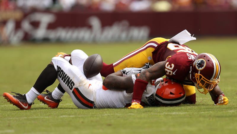 """Illustration for article titled Report Disputes That Skins LB Su'a Cravens Needs Glasses """"For A Very Long Time"""" After Concussion"""
