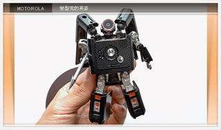 Illustration for article titled Taiwanese Guy Turns his Mobile into Fully-Functioning Transformer-Phone