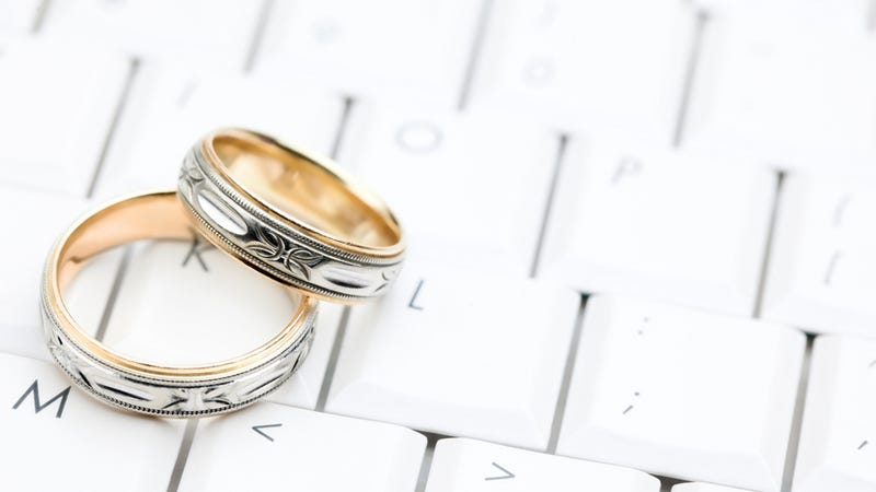 article meeting online leads happier more enduring marriages