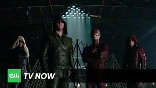 """Fantastic <i>Arrow/The Flash </i>Promo Showcases the """"Superhero Fight Club"""""""