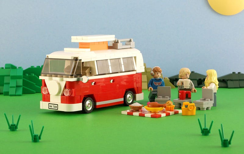 Illustration for article titled This Lego VW Camper makes for a perfect picnic