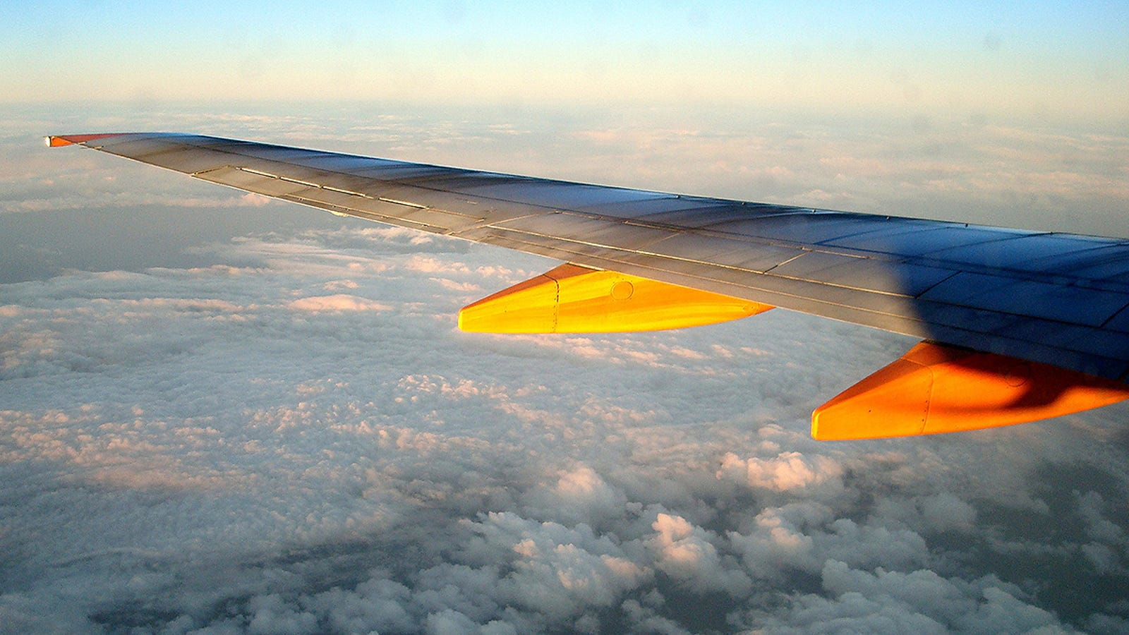 Descubren un nuevo tipo de nubes que aumentan la radiación a la que se exponen los vuelos comerciales