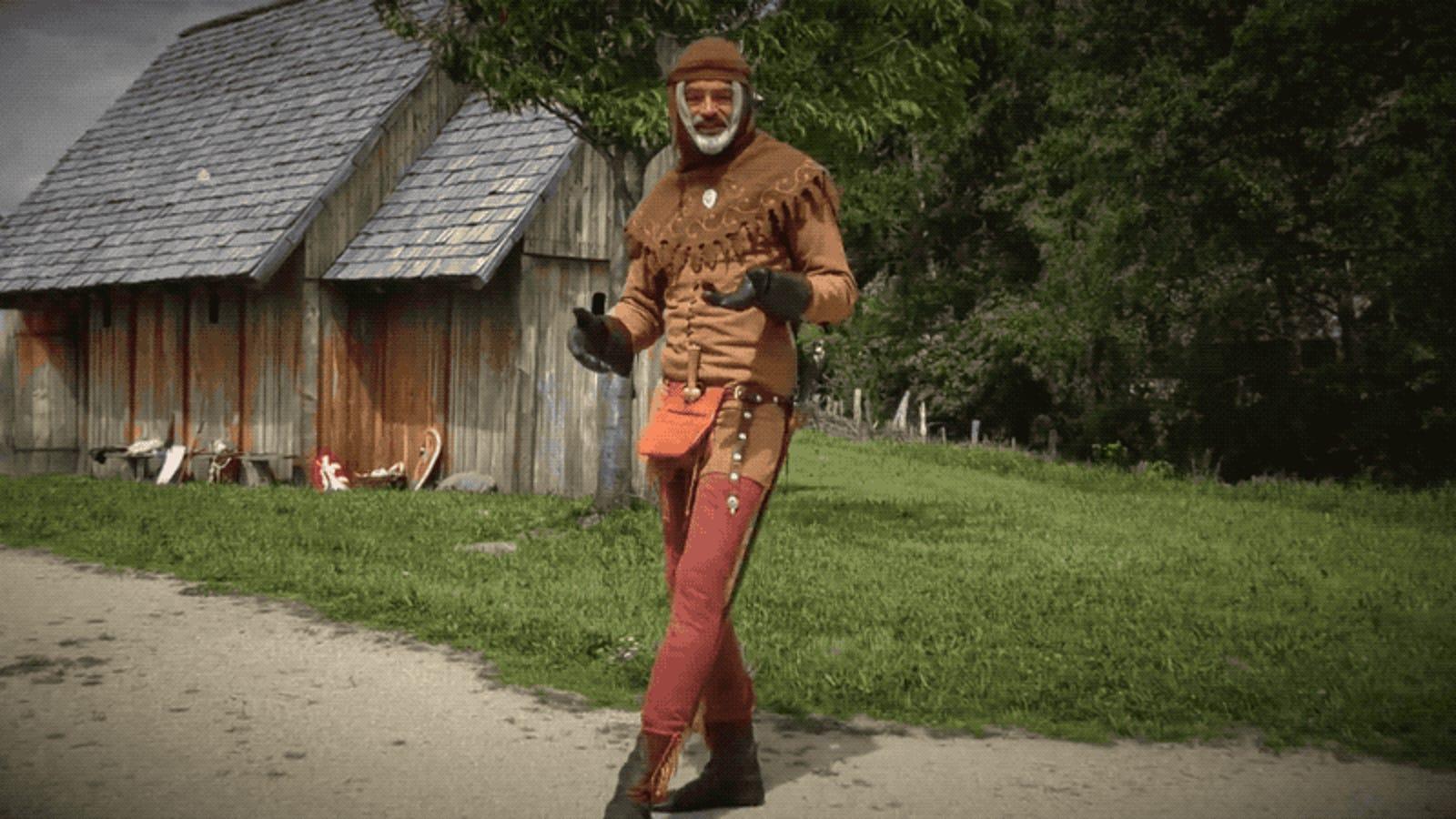 Por qué en la Edad Media caminaban apoyando el pie al revés que ahora (y por qué dejamos de hacerlo)