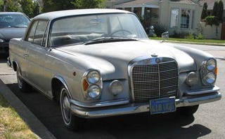 Illustration for article titled 1965 Mercedes-Benz 220SE Coupe