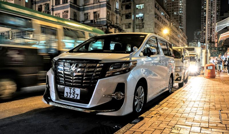 Illustration for article titled You've Never Seen Minivans 'Til You've Been To Hong Kong