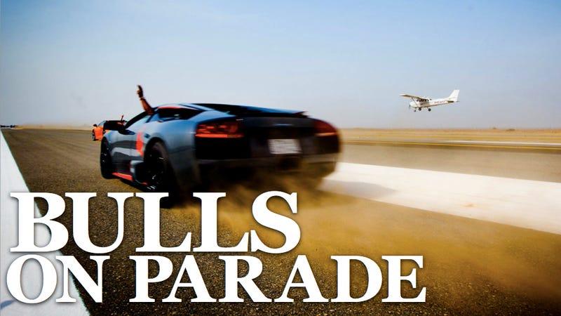Illustration for article titled Lamborghinis versus planes in the Saudi desert