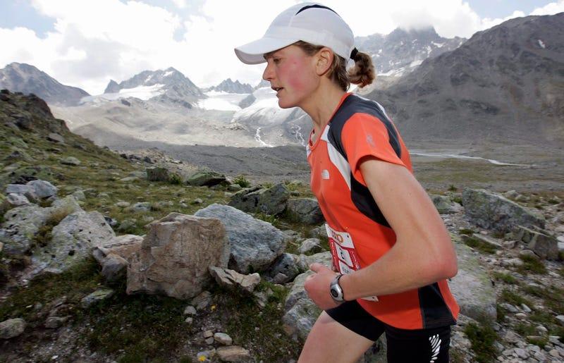Lizzie Hawker running the Swiss Alpine Marathon in 2007. (Photo Credit: Arno Balzirini/AP)