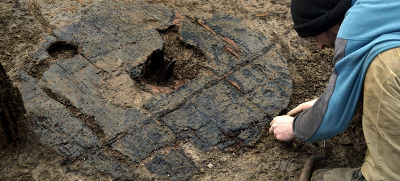 Illustration for article titled This Perfectly Preserved3,000-Year-Old Wheel Has Been Dug Up in the UK