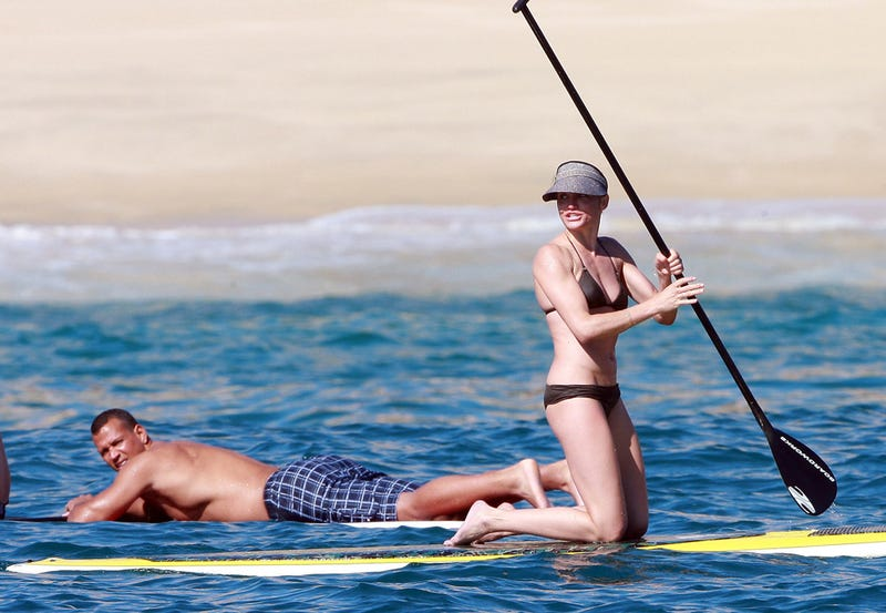 Illustration for article titled Cameron Diaz Gets To Work While A-Rod Just Lies There