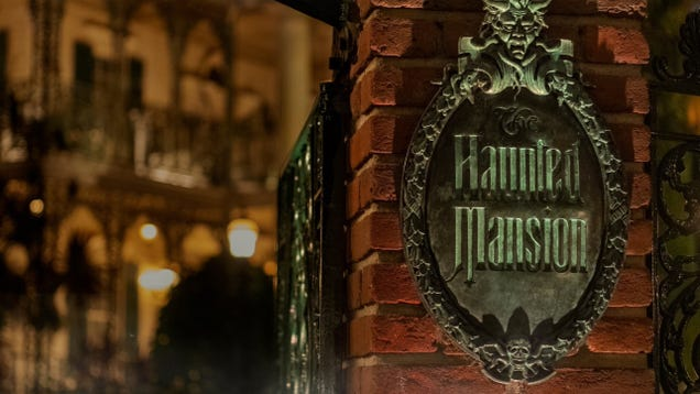 A New Haunted Mansion Movie Is Creeping Forward With Director Justin Simien